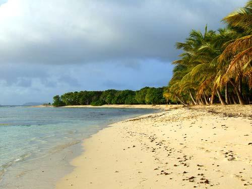 10-caraibi-in-barca-vela-spiaggia