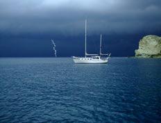 Cala Feola, Ponza, arrivano fulmini e temporali