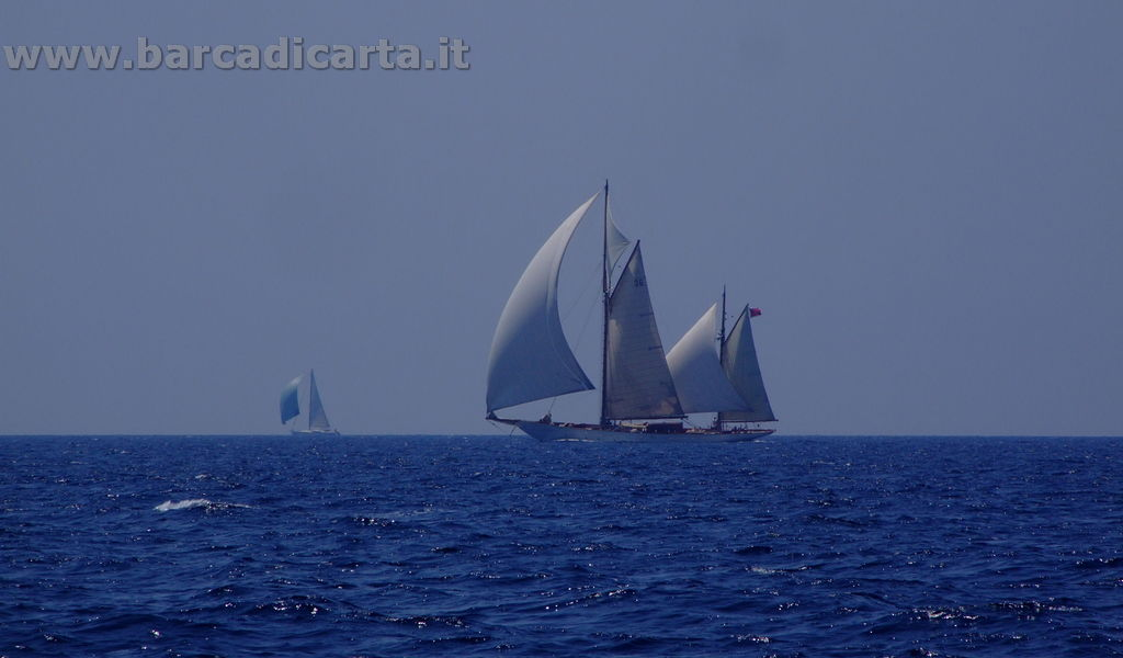 Veliero in navigazione sulle Bocche di Bonifacio