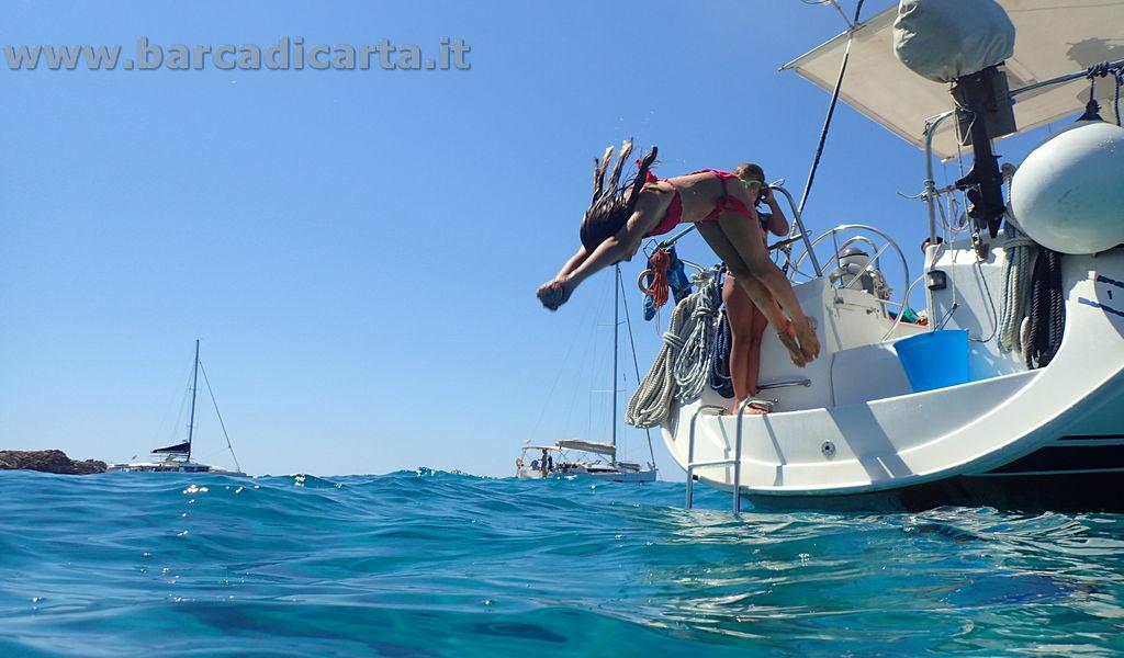 Tuffo dalla barca - Corsica in barca a vela