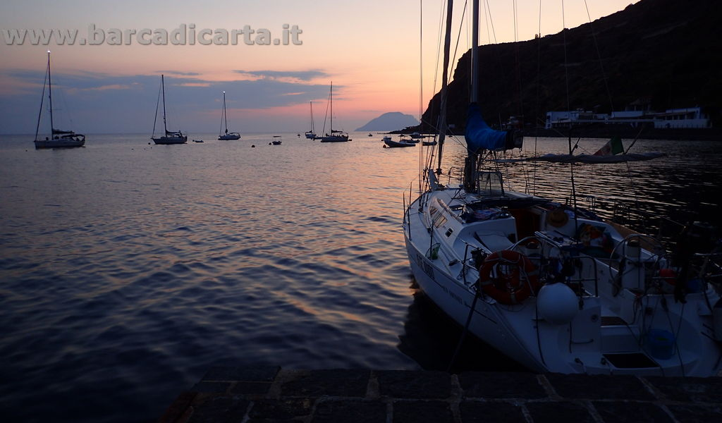 Filicudi - sosta serale in barca a vela