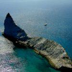 Isola di Palmarola, ancoraggio sotto lo scoglio Suvace, Cala Brigantina