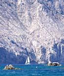 le spettacolari pareti di granito dell'isola di Tavolara